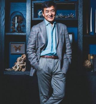 По-прежнему молод: 63-летний Джеки Чан снялся в стильной фотосессии