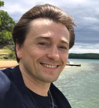 Сергей Безруков показал годовалую дочь и новую жену