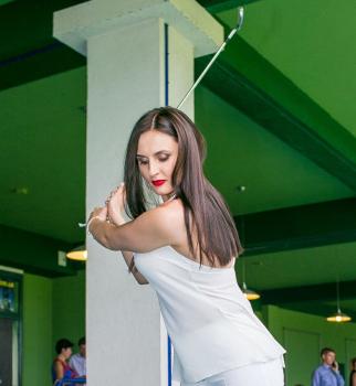 гольф, звезды играют в гольф, гольф на шпильках, гольф на каблуках, тоня матвиенко гольф, мила нитич гольф,