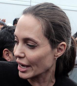Инсайдер: Анджелина Джоли ест только раз в три дня и весит ... анджелина джоли здоровье