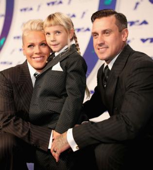 пинк, дочь пинк, MTV Video Music Awards, pink, певица пинк, пинк с мужем, кэвин харт,