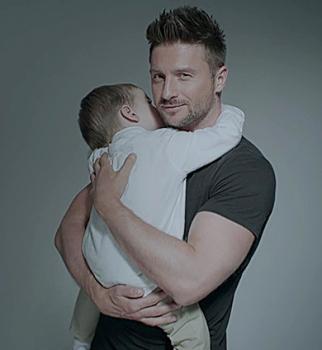 Умилительное видео: Сергей Лазарев учит сына алфавиту