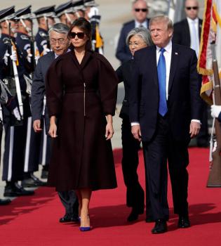 дональд трамп, дональд трамп и мелания, дональд трамп жена, дональд трамп жена фото, дональд трамп поцелуй