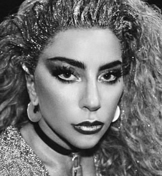 Леди Гага расстроила фанатов располневшей фигурой