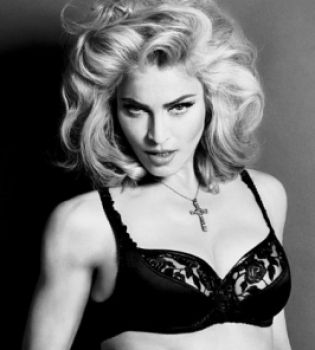 Обнаженная Мадонна в рекламе своего парфюма (ФОТО)