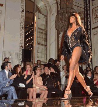 Неделя Высокой Моды в Париже осень-зима 2013,Versacе,Ума Турман,Мина Сувари,Мирослава Дума
