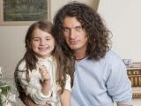 Кузьма Скрябин с дочерью и женой: эксклюзивные фото Viva!