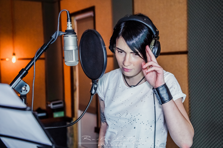 Анастасия Приходько спела в дуэте с девушкой-воином АТО