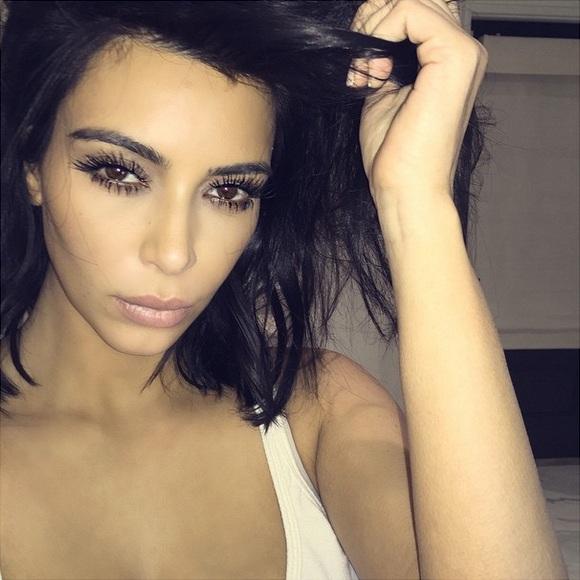 Круглосуточная красота: Ким Кардашьян спит с макияжем