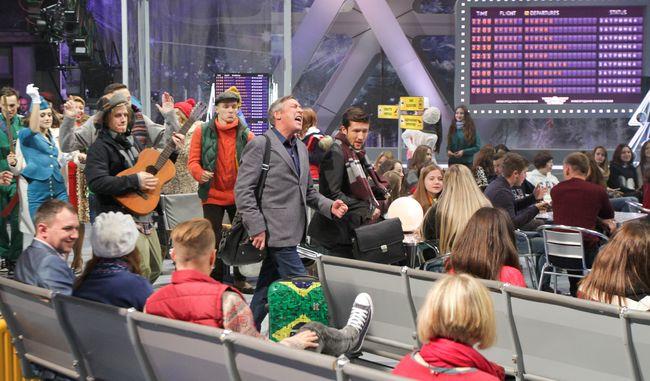 Секси-стюардесса Оля Полякова, буфетчица Настя Каменских и Ирина Билык в стразах: звезды встретят Новый год в аэропорту