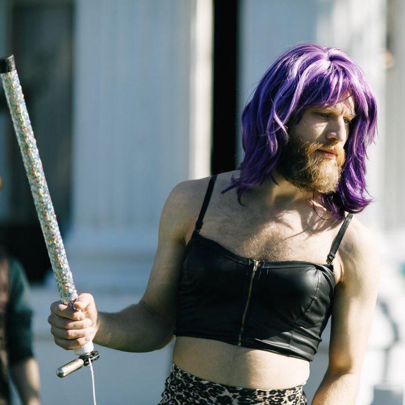 Иван Дорн в женской одежде: за или против