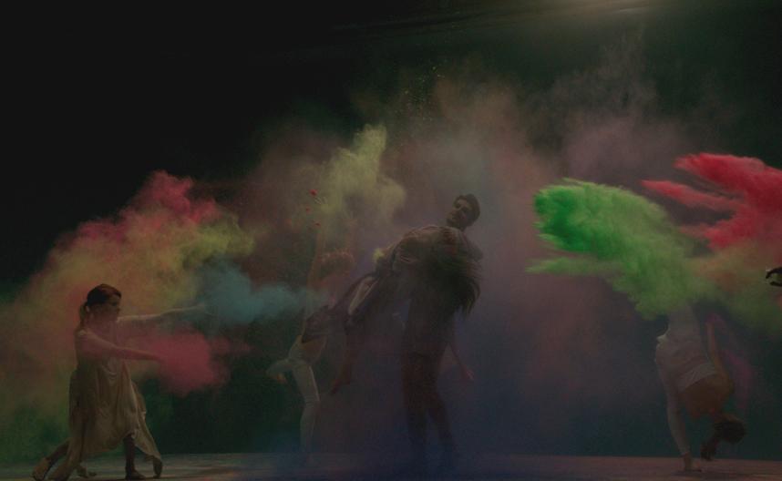 Невероятно красиво: Злата Огневич станцевала в ярких красках