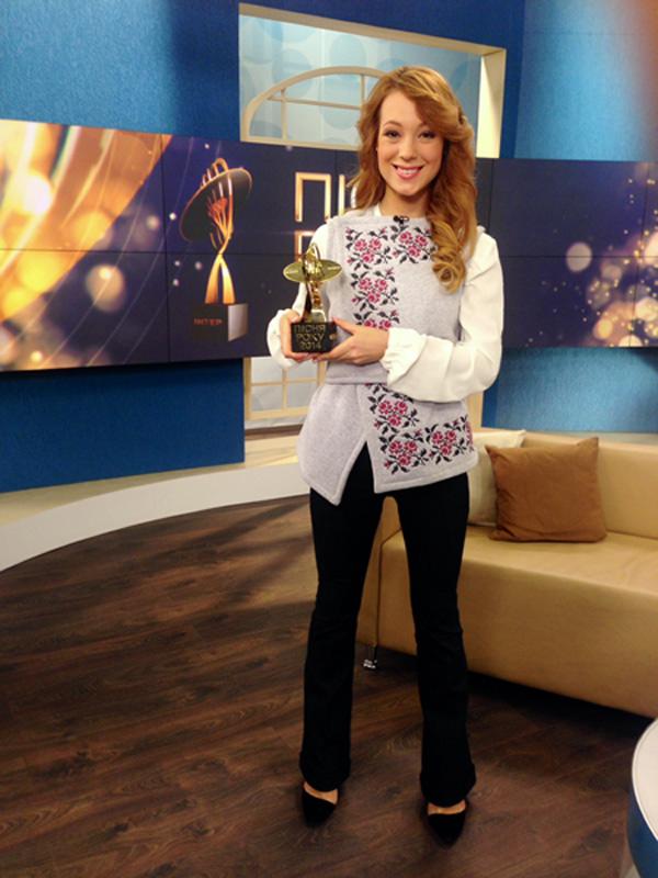 Светлана Тарабарова получила премию Песня года 2014