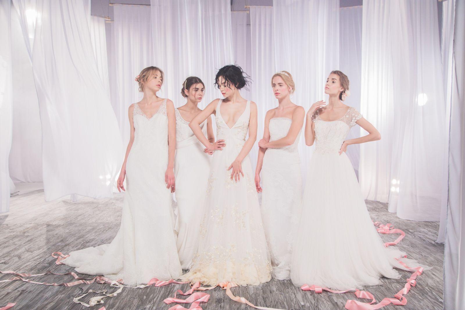 Мария Яремчук выбрала свадебное платье с откровенным вырезом