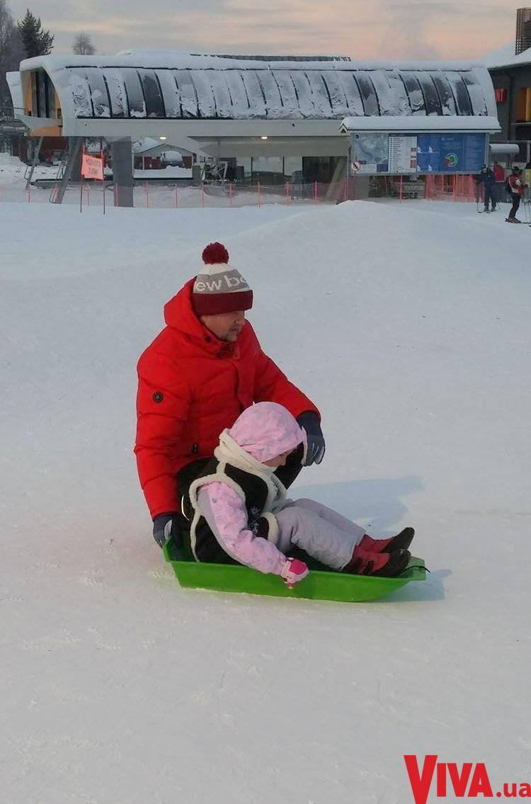Виктор Бронюк отдохнул в Лапландии с женой и детьми: эксклюзивные фото