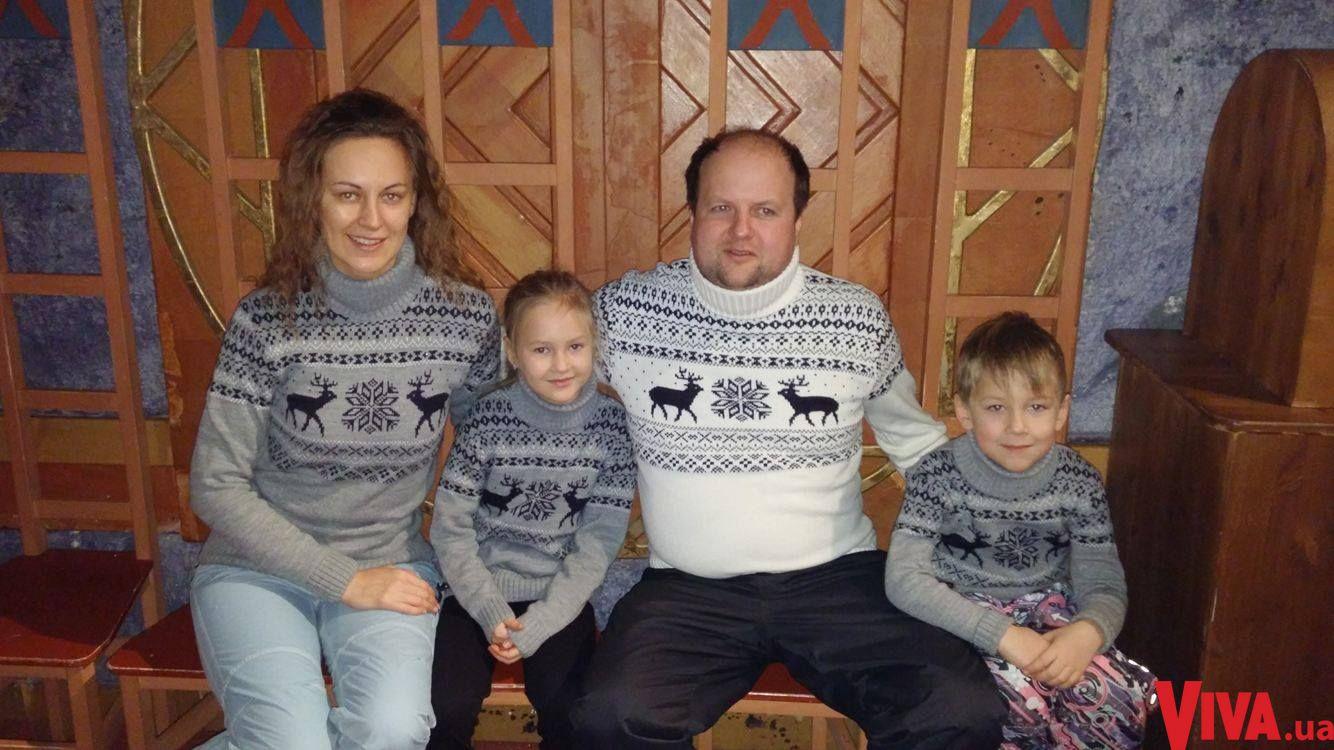 Солист ТИК Виктор Бронюк с женой и детьми