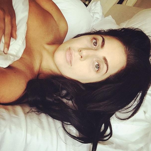 Леди Гага выложила постельное фото без макияжа