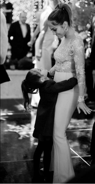 Милее некуда: Дженнифер Лопес опубликовала трогательные фото с детьми