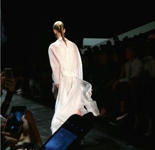 Дочь Синди Кроуфорд впервые появилась на модном показе