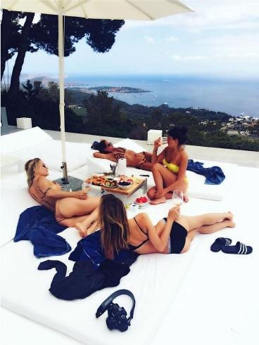 Веселье на Ибице: Кейт Хадсон опубликовала фото с отдыха