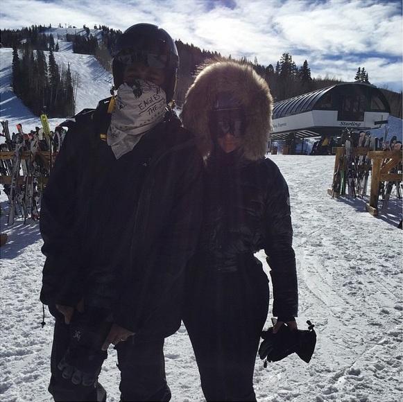 Ким Кардашьян и Канье Уэст показали фото с отдыха в горах!