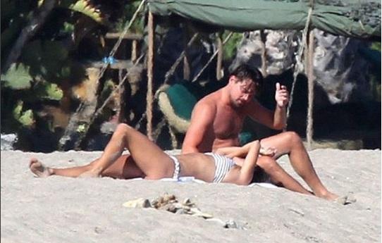 Влюбленные в Малибу: сеть взорвали совместные снимки Леонардо ДиКаприо и Нины Агдал