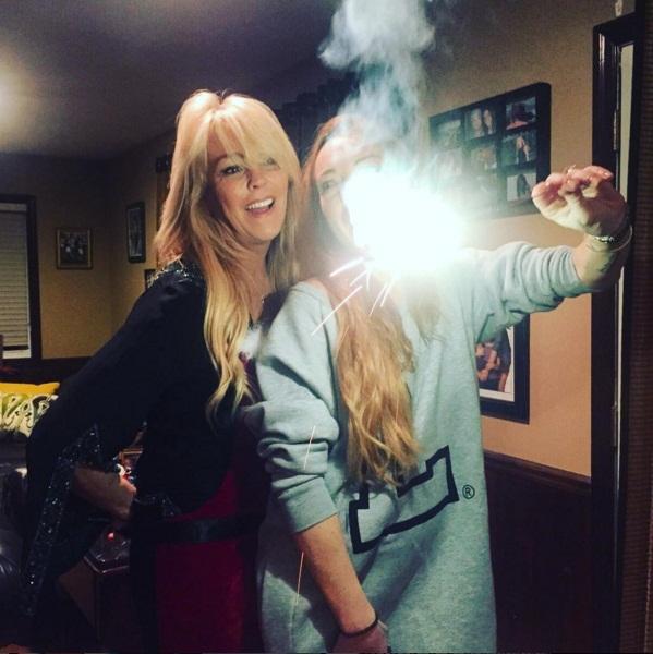 """""""Ты - мой свет"""": Линдсей Лохан растрогала поклонников фотографией с мамой"""