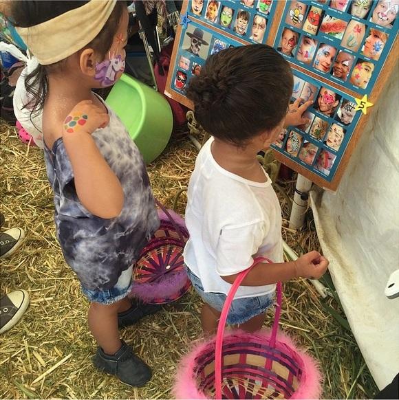 Ким Кардашьян с дочерью готовятся к Пасхе