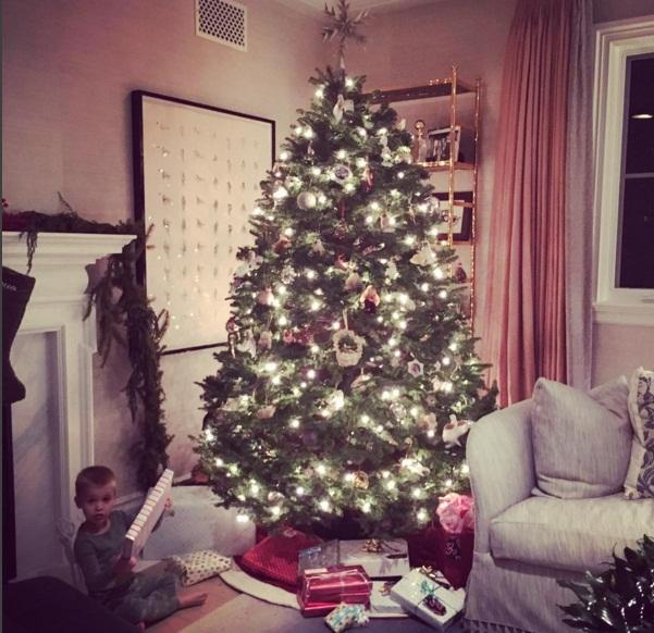 Праздничная фея: Риз Уизерспун показала, как готовится к Рождеству