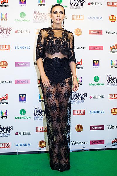 Анна Седокова в откровенном платье