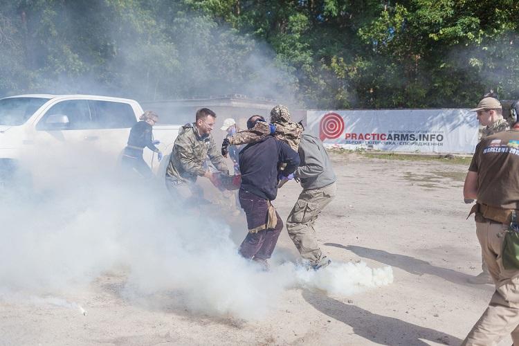 """Украинские звезды """"спасли"""" Соломию Витвицкую из горящей машины"""