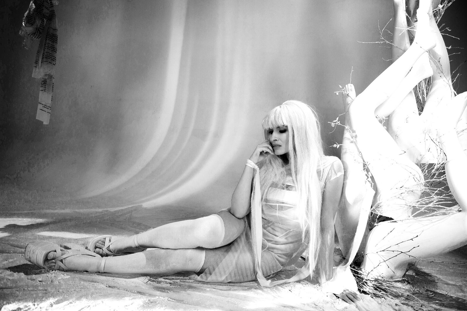Надежда Мейхер-Грановская в новом клипе стала платиновой блондинкой