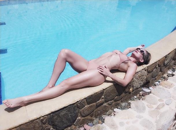 "Кейт Хадсон показала ""горячую"" фигуру в бикини"