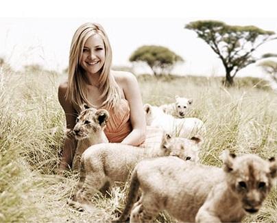 Смело и роскошно: Кейт Хадсон позирует с львами в Африке