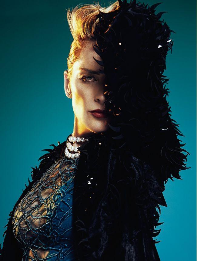 Шикарная Шерон Стоун на обложке модного глянца
