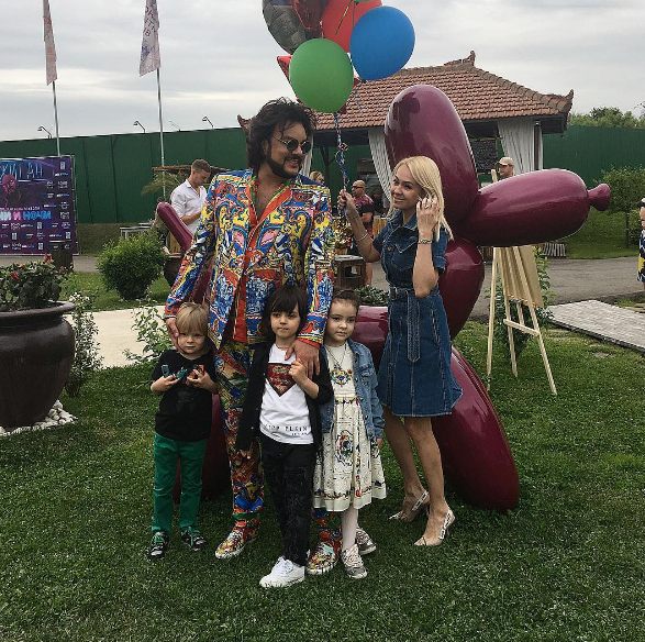 Как же мило! Дочь Филиппа Киркорова поздравила брата с первым юбилеем