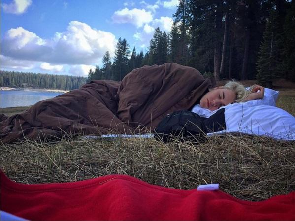 Сверхоткровенно: Джастин Бибер позирует голым на берегу озера