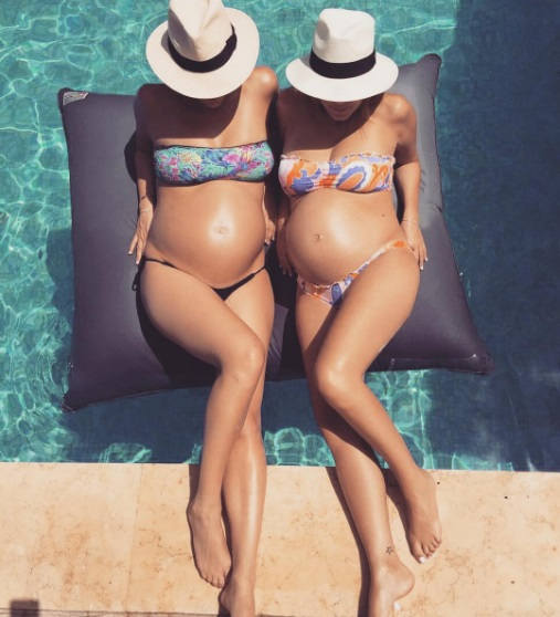 Беременная Бар Рафаэли в бикини демонстрирует округлившийся живот