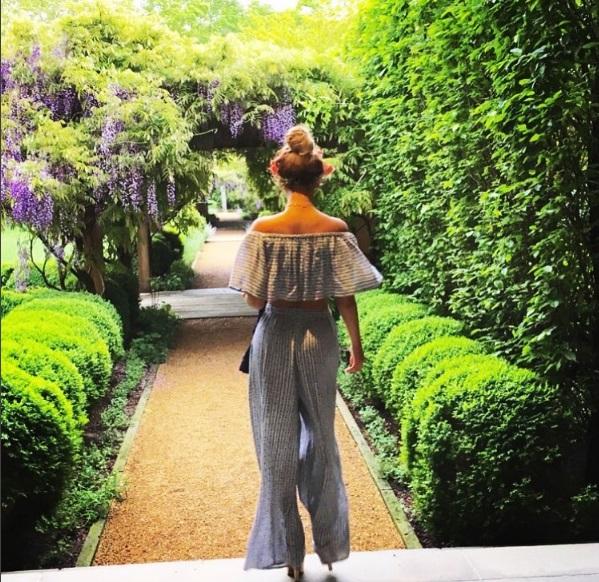 Королева цветов: Бейонсе позирует в нежном амплуа