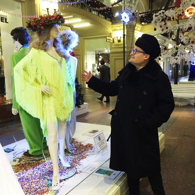 В числе жемчужин коллекции алое коктейльное платье из нейлона Клары Лучко, в котором актриса блистала в 1955 году на Каннском кинофестивале и из-за цвета и объема европейские папарацци прозвали наряд «красной бомбой». Невозможно обойти вниманием ансамбль из набивного шелка с воланами из гардероба Майи Плисецкой, подаренного ей лично Пьером Карденом, музой которого она являлась на протяжении многих лет.
