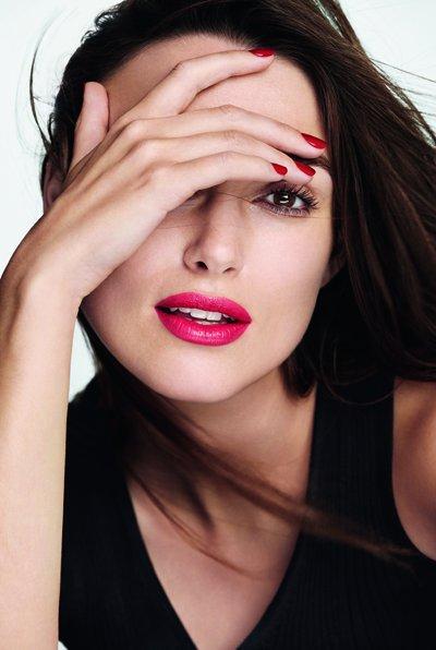 Яркая соблазнительница: Кира Найтли блистает в рекламе Chanel