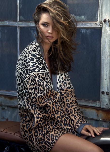 Миранда Керр позирует в стильных нарядах