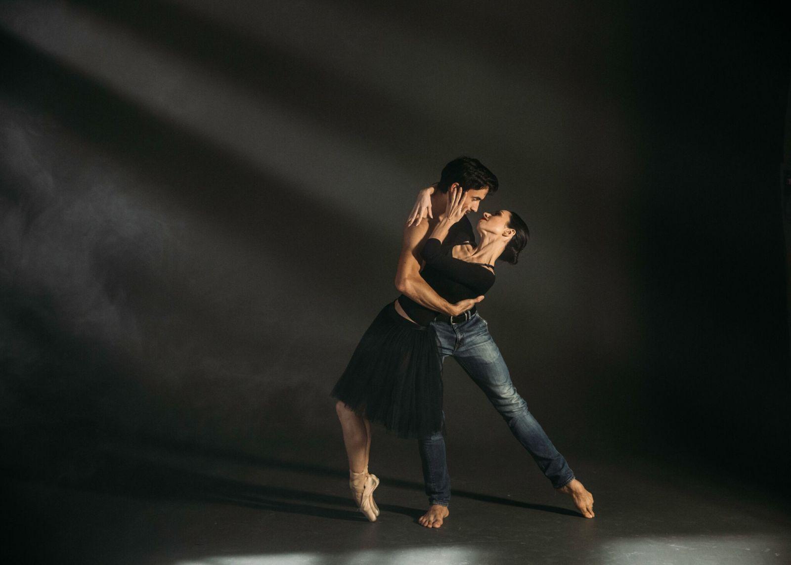 """Судья шоу """"Танці з зірками"""" снялась в любовной фотосессии со своим мужем"""