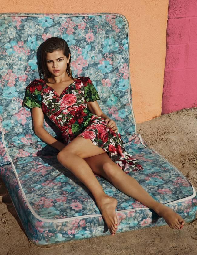Селена Гомес впервые после болезни снялась в сексуальной фотосессии для Vogue
