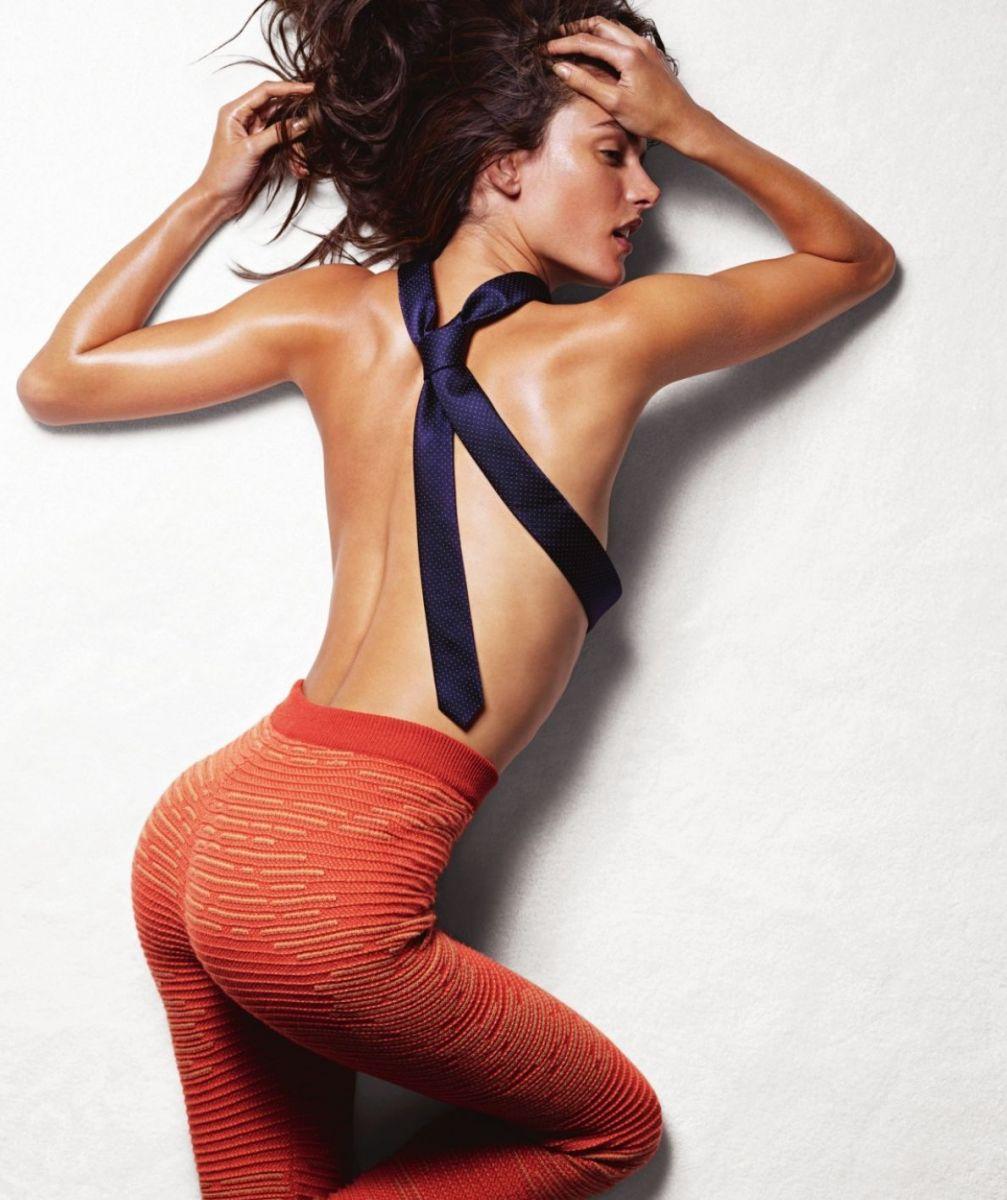 Алессандра Амбросио снялась в откровенной фотосессии
