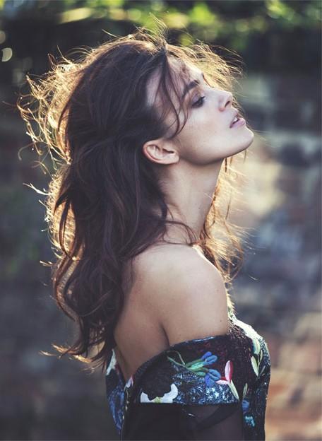 Кира Найтли покоряет красотой на страницах онлайн-глянца