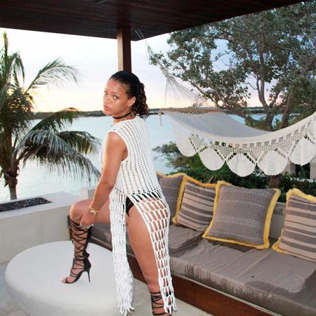 Рианна поделилась откровенными фото с отдыха на Карибских островах