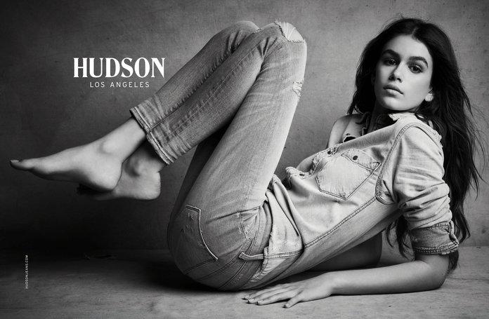 Кайя Гербер показала идеальную фигуру в рекламе джинсов