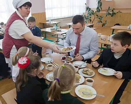 Виталий Кличко проинспектировал школьную столовую