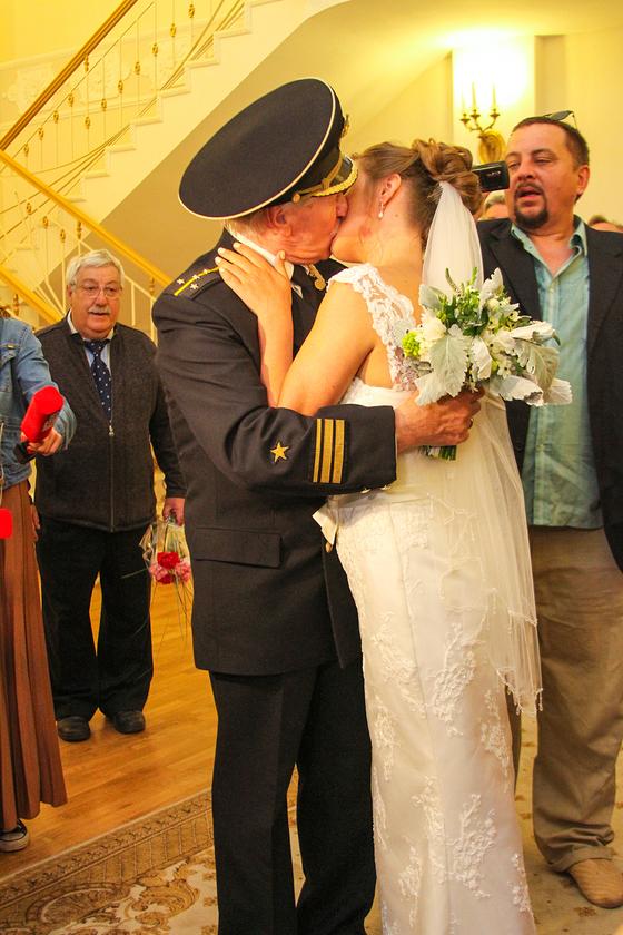 84-летний Иван Краско женился на своей студентке